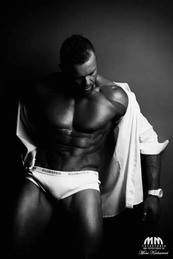 fitness foto umelecké Moni Kucharová módne fotenie mužov atelier