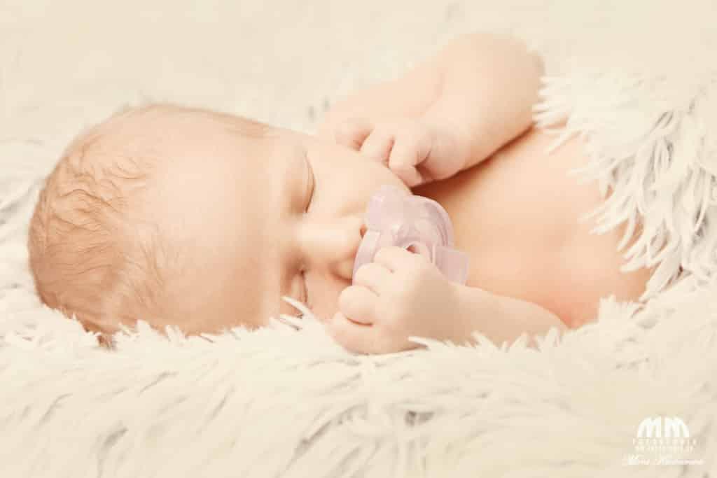 novorodencov foto novorodencov profesionálny fotograf Bratislava profesionálne fotenie Moni Kucharová novorodenecké fotenie