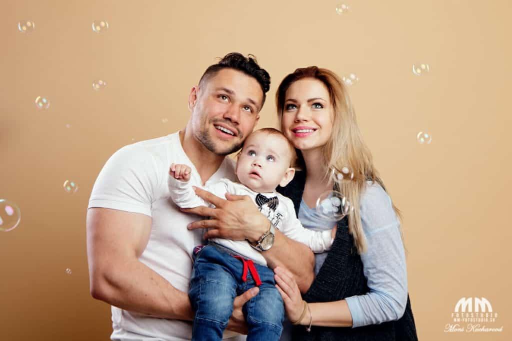 daruj pre svojich blízkych rodinné fotenie fotografka bratislava profesionálny fotograf Bratislava Moni Kucharová fotenie rodín