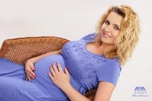 tehotenske fotenie Klasické na jednoduchom pozadí