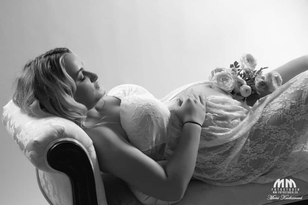 fotenie doma Moni Kucharová fotografka fotenie bruska tehotenské fotenie atelier